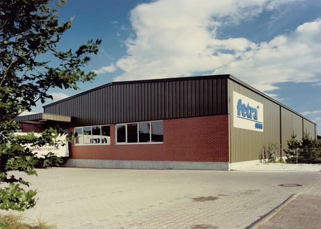 fetras neue Gebäude. Große Schwarze Halle mit Backstein verkleidung.